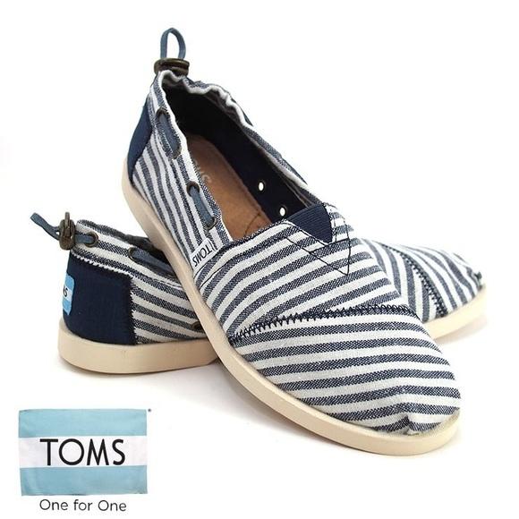 540a5b4f903 Toms Bimini navy blue stripe boat shoes 8